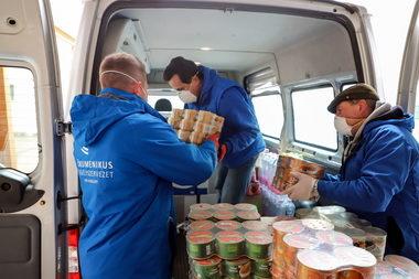 A Tesco 42 millió forintnyi élelmiszeradománnyal támogatja a rászoruló családokat