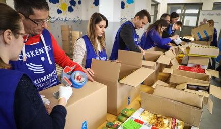 300 karácsonyi élelmiszercsomagot indított útjára a Segélyszervezet