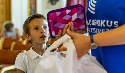 2000 iskolatáska megtöltésében segít a Tesco