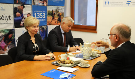 Személyesen köszönte meg a Segélyszervezet ukrajnai szerepvállalását az ország magyarországi nagykövete