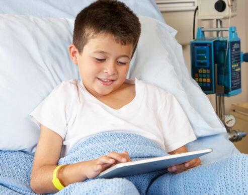 <b>Segítsünk</b> a kórházakban fekvő beteg <b>gyermekeknek</b>