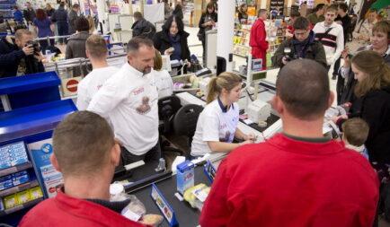 A Tesco vásárlói 66 millió forintot adományoztak a rászorulók megsegítésére