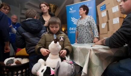 Karácsonyi adomány erdélyi árváknak, időseknek, rászoruló családoknak