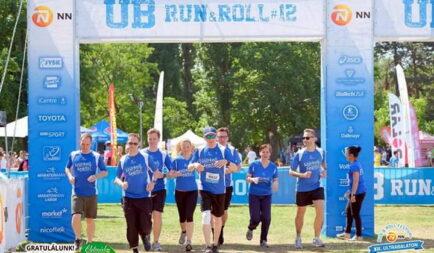 Bántalmazott gyerekekért futotta körbe csapatával a Balatont a brit nagykövet