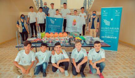 Iskoláknak és egy árvaháznak adományozott sporteszközöket az Ökumenikus Segélyszervezet Irakban