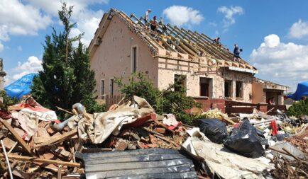 Egy héttel a tornádó után is tart a romok eltakarítása Csehországban